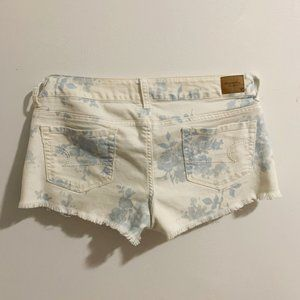 AMERICAN EAGLE OUTFITTERS white blue floral short